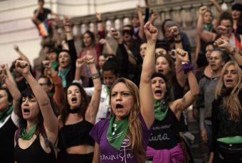"""#8M Nada que celebrar: El grito latinoamericano es """"Nos siguen matando"""""""