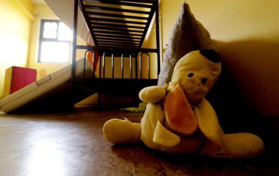 Vicepresidenta de la Asociación Nacional de Magistradas y Magistrados fue denunciada por desaparecer pruebas de la tortura a una niña en un hogar colaborador del Sename
